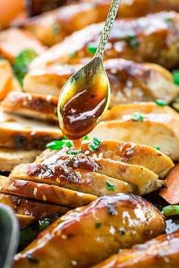 Hoja Pan Teriyaki Pollo con verduras es una deliciosa comida de una noche hecha completamente en una sartén. Lo mejor de todo, ¡la salsa dulce y sabrosa es tan fácil de hacer y mucho mejor que para llevar!