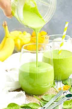 Batido de Frutas Tropicales y Espinacas Verdes