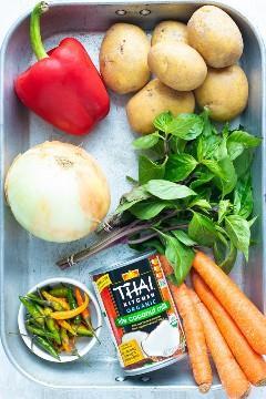 Ingredientes para un curry tailandés al curry amarillo.