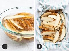 Dos imágenes que muestran cuñas de papa que se remojan en un recipiente transparente con agua tibia y luego se las secan con un paño de cocina.