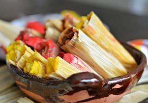Tamales dulces en un bol