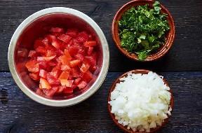 Tomates Cebollas Picadas Cilantro Para Hacer Ceviche De Camarón