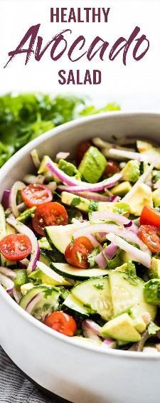 Esta receta de ensalada de aguacate es un acompañamiento saludable, fresco y increíblemente adictivo, ¡perfecto para barbacoas, comidas y reuniones! Listo en solo 10 minutos, este platillo es bajo en carbohidratos, sin gluten, paleo, vegetariano y vegano. #avocado #sidedish | guarniciones de verano | guarniciones de verano para una multitud | guarniciones de verano saludables | platos de verano fáciles