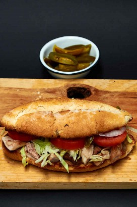 Torta De Pierna De Cerdo (Sandwich)
