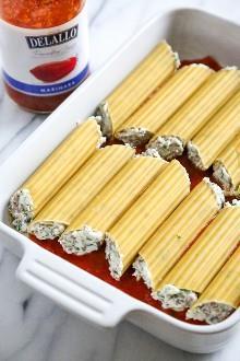 """Este sencillo plato de pasta de manicotti horneado al horno, conocido como Canelones, se rellena con ricotta, parmesano, mozzarella y carne molida magra, y luego se cubre con salsa y queso. ¡Perfecto para las vacaciones, para llevarlo a un restaurante o para disfrutar cualquier noche de la semana! """"Width ="""" 550 """"height ="""" 825 """"srcset ="""" """"srcset ="""" https://www.skinnytaste.com/wp- contenido / uploads / 2018/12 / Baked-Beef-and-Cheese-Manicotti-Cannelloni-3-2.jpg 550w, https://www.skinnytaste.com/wp-content/uploads/2018/12/Baked-Beef -y-Cheese-Manicotti-Cannelloni-3-2-170x255.jpg 170w, https://www.skinnytaste.com/wp-content/uploads/2018/12/Baked-Beef-and-Cheese-Manicotti-Cannelloni- 3-2-500x750.jpg 500w, https://www.skinnytaste.com/wp-content/uploads/2018/12/Baked-Beef-and-Cheese-Manicotti-Cannelloni-3-2-260x390.jpg 260w, https://www.skinnytaste.com/wp-content/uploads/2018/12/Baked-Beef-and-Cheese-Manicotti-Cannelloni-3-2-150x225.jpg 150w """"tamaños ="""" (ancho máximo: 550px ) 100vw, 550px """"data-jpibfi-post-excerpt ="""" """"data-jpibfi-post-url ="""" https://www.skinnytaste.com/baked-manicotti-cannelloni/ """"data-jpibfi-post-title ="""" Manicotti (Canelones) de carne y queso al horno """"data-jpibfi-src ="""" https://www.skinnytaste.com/wp-content/uplo ads / 2018/12 / Manicotti-Canelones-3-2.jpg Al Horno De Carne Y Queso Al Horno"""