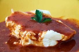 Dip de queso crema con salsa de fresa y chipotle