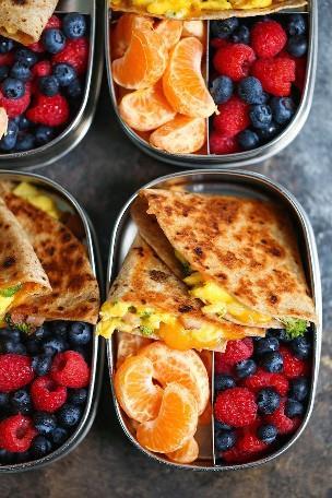 Quesadillas para el desayuno con jamón, huevo y queso - ¡Prepara la comida con anticipación para que puedas desayunar bien todas las mañanas! ¡Menos de 300 calorías por porción!