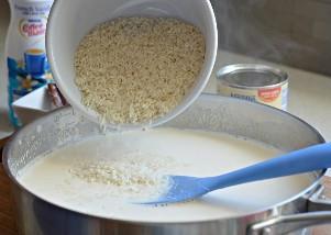 Arroz con leche con leche evaporada y arroz cocido.