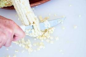 Extracción de los granos de maíz de la oreja