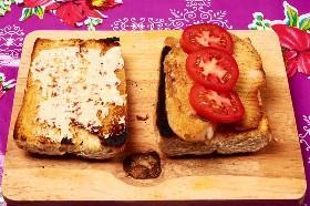 Filete De Pescado Y Tomates En Rollo Francés