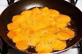 Freír las patatas dulces