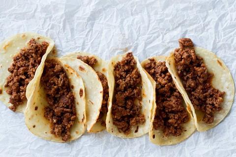 Linha de tacos com recheio de taco.