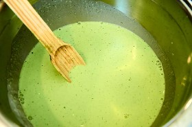 incorporando-colado-cilantro en crema-3