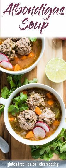 Esta sopa Albondigas, uma autêntica sopa de almôndegas mexicana, é servida em um caldo leve e saudável, cheio de legumes e proteínas magros! (sem glúten, paleo) | isabeleats.com | #futebol #futebol #futebol #futebol