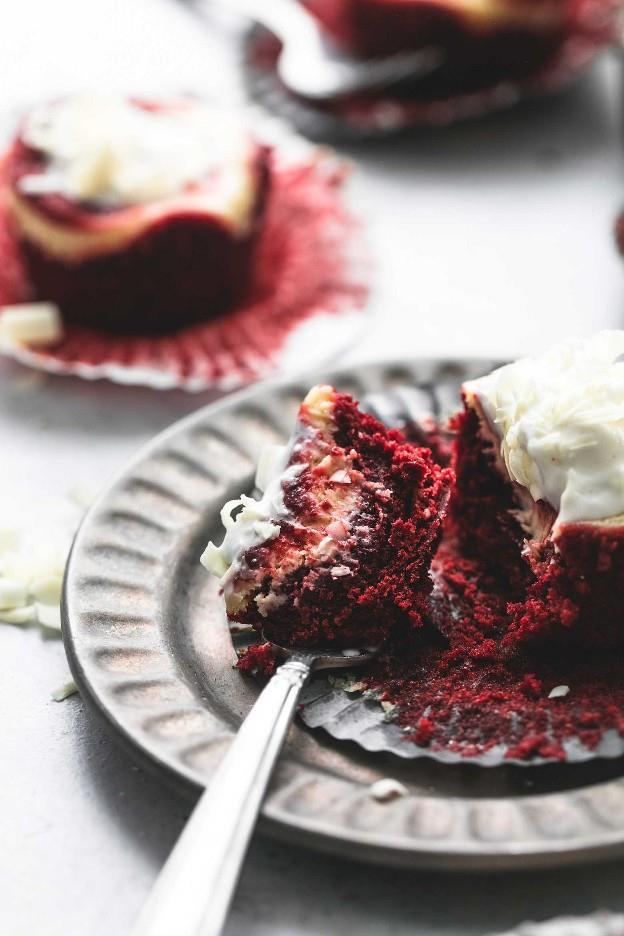 Easy Red Velvet Cheesecake Bites receta | lecremedelacrumb.com