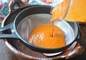 Camarones a la diabla Salsa picante mexicana de camarones en colador