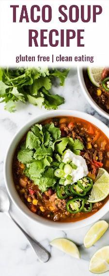 Esta receta de sopa de taco ofrece todo el sabor de tus tacos de carne molida favoritos, ¡pero en una sopa! ¡Sirva con sus ingredientes favoritos para tacos y chips de tortilla para un poco de crujido! | sin gluten | Congelador amigable | comer limpio | sopa de taco saludable | la mejor sopa de taco | tapa de la estufa | sopa de taco mexicana | isabel come | isabeleats.com
