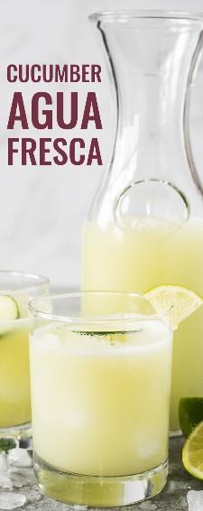 El pepino Agua Fresca (también llamado Agua de Pepino) está hecho con pepino refrescante, un chorrito de jugo de limón, un toque de azúcar y agua helada. Perfecto en un caluroso día de verano! También es libre de gluten, vegetariano, paleo y vegano. #aguafresca #mexican #vegetaria