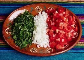 Tomates, Cebollas Y Cilantro Para La Ensalada