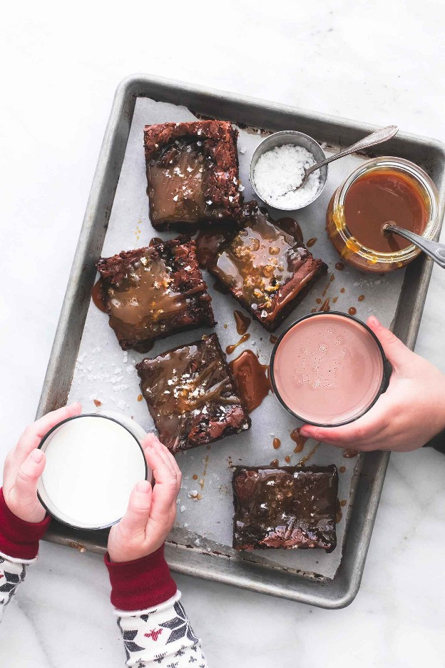 Receita de Brownies de Caramelo Salgados | lecremedelacrumb.com