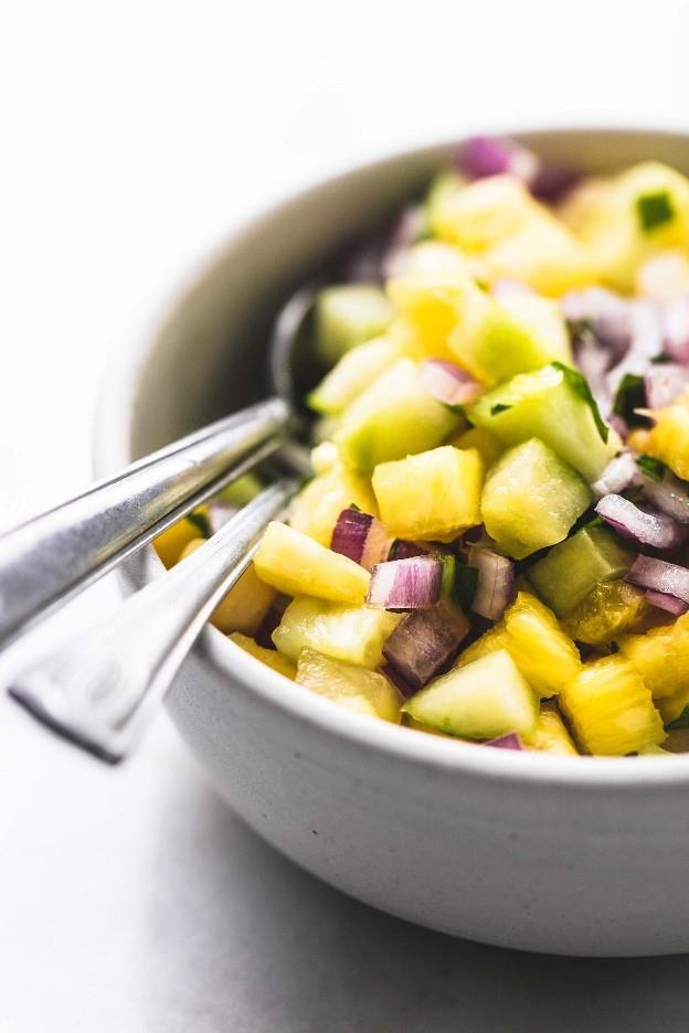 Tacos de cerdo fáciles de 30 minutos con receta de salsa de piña | lecremedelacrumb.com