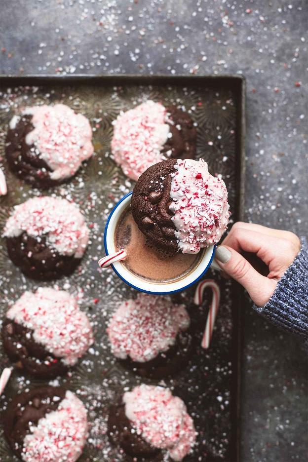 Receta de galletas de corteza de menta chocolate doble   lecremedelacrumb.com
