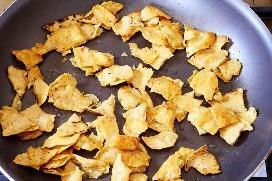 Tiras De Tortilla Frita En Sartén