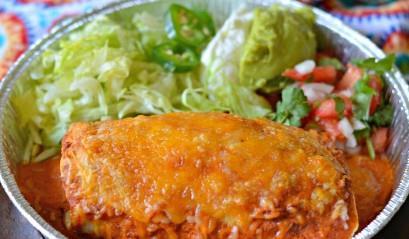 Carne Asada Burritos con Guajillo Salsa servida