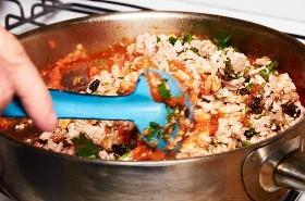 Mezclando Ingredientes Rellenos De Chiles Rellenos