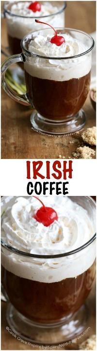 ¡Esta receta de café irlandés es perfecta para el día de San Patricio o en cualquier momento! Tradicionalmente, esto se hace con Irish Whiskey, pero también puedes sustituir a Bailey por una versión rica y cremosa.