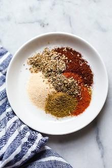 Esta deliciosa ensalada de taco de pavo es perfecta para prepararla para el almuerzo de la semana.