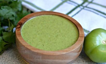 Esta auténtica receta de salsa verde mexicana es mejor que cualquier otra cosa que encuentre en su restaurante mexicano favorito, ¡y va con todo!