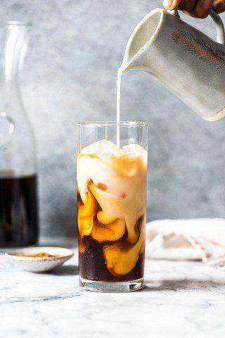 ¡Cómo hacer café frío en casa! No más costosos y caros lattes helados: ¡hazlos tú mismo con cerveza fría!