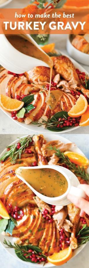 Cómo hacer la mejor salsa de pavo - ¡Esta es simplemente la salsa más perfecta para tu pavo del Día de Acción de Gracias con goteos de pan! ¡Tan rico, tan suave y tan fácil!