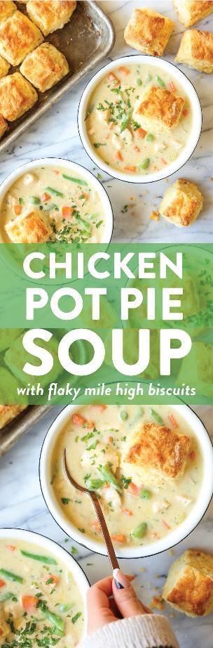 Sopa de pastel de pollo: ¡el pastel de olla favorito de todos! ¡Simple de hacer y muy acogedor y reconfortante! Servir con galletas calientes para una comida completa!