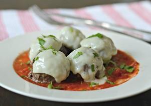 Esta receita fácil de almôndega é feita com carne de bisonte magra e temperada perfeitamente para uma refeição deliciosa e saborosa.
