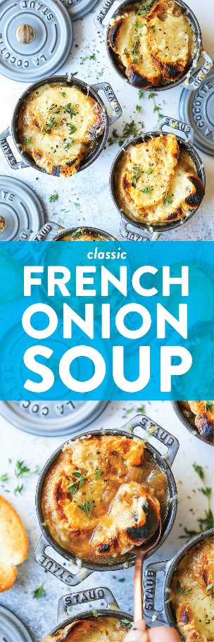 Sopa clássica de cebola francesa - feita com cebolas perfeitamente caramelizadas, raminhos de tomilho fresco, fatias de baguete crocantes e dois tipos de queijo derretido no topo!