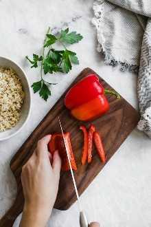 ¡La sopa de pimientos rellenos tiene todo lo que te gusta de los pimientos rellenos en un tazón de sopa resistente!