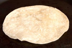 Tortilla De Harina En Comal