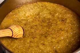 salsa verde en la sartén