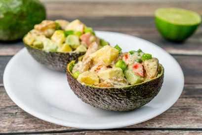 ¡Este magnífico aperitivo de langostinos con camarones tropicales con camarones deliciosos, jugoso mango y aguacate cremoso seguramente será el favorito!