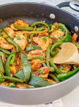 Sartén de pollo con ajo y pimientos - Babaganosh.org
