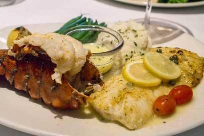 Menú de verano de Bonefish Grill - Bacalao Picatta y Cola de Langosta