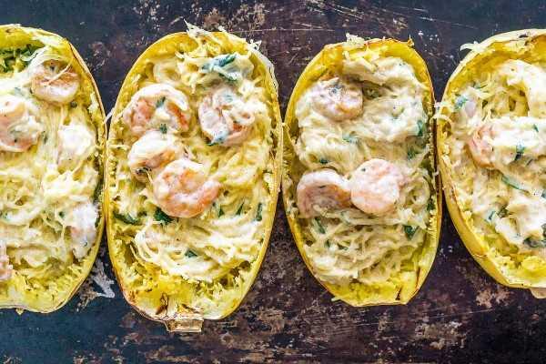 Imagen de calabaza espaguetis asada rellena de camarones.