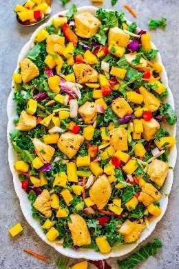 Salada de frango com manga Teriyaki de 15 minutos - A manga rápida, FÁCIL, saudável e doce é o complemento perfeito para o saboroso frango Teriyaki! Guarde esta receita para quando precisar de um toque FRESCO e SABOR na sua salada de frango!