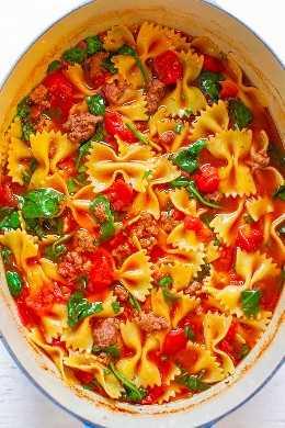 Sopa de carne e gravata borboleta de uma panela de 30 minutos - Comida fácil e rica, cheia de sabor! Uma sopa rápida e saborosa que toda a família vai adorar! Vai mantê-lo quente nas noites frias de inverno!