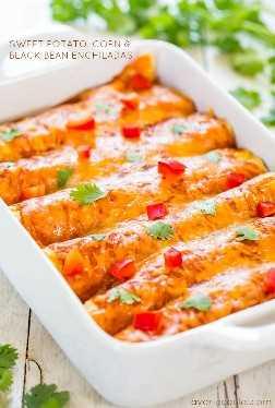 Enchiladas de batata doce, milho e feijão preto (vegetariana) - comida saudável e reconfortante que todos irão adorar! Rápido, fácil e com um gosto incrível!