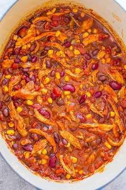 Fácil chile de enchilada de pollo de 30 minutos: ¿no tiene todo el día para que el chile hierva a fuego lento? ¡No hay problema! ¡Este chile fácil, abundante y saludable lleno de sabores de inspiración mexicana está listo en 30 minutos! ¡Perfecto para las noches ocupadas!