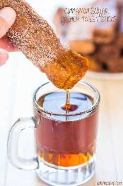 Cinnamon Sugar French Toast Sticks - ¡Tostada francesa portátil que solo pide ser mojada! ¡Rápido, fácil y doble inmersión está totalmente bien!