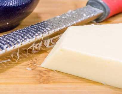 queso parmesano fresco para garbanzos con cazuela de calabaza.